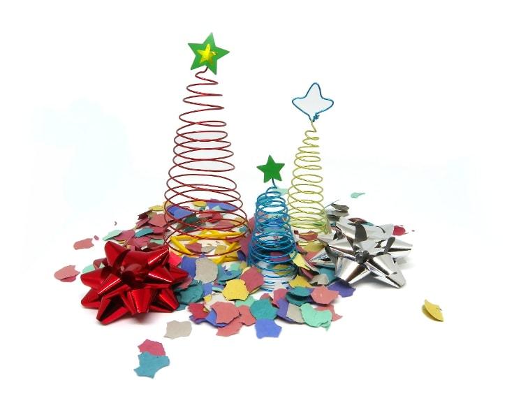 arboles de navidad hechos con alambre de colores para manualidades