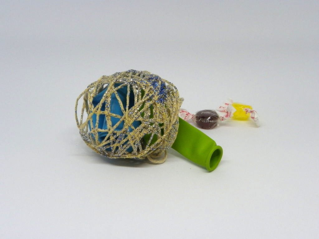 bola de navidad hecha con cuerda