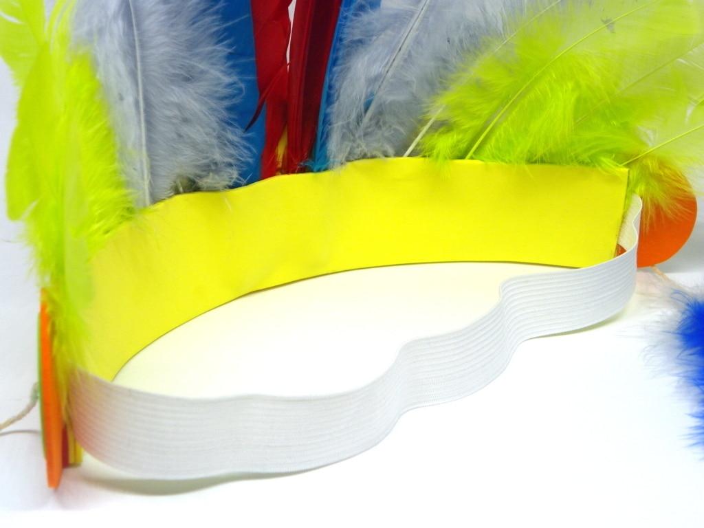 goma eva y plumas de colores