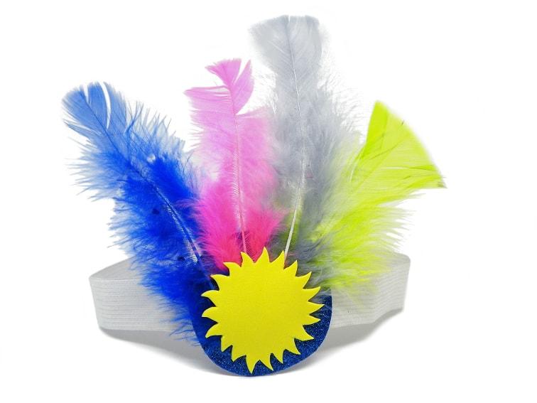 tocado con plumas de colores para el disfraz de carnaval
