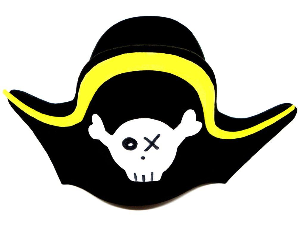 sombrero pirata hecho con goma eva de colores