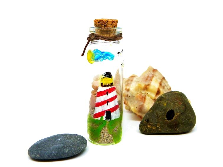 souvenir de las vacaciones de verano hecho con un tarro de cristal