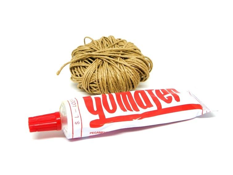 cuerda y pegamento