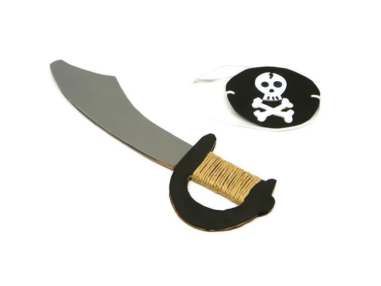 parche y espada pirata