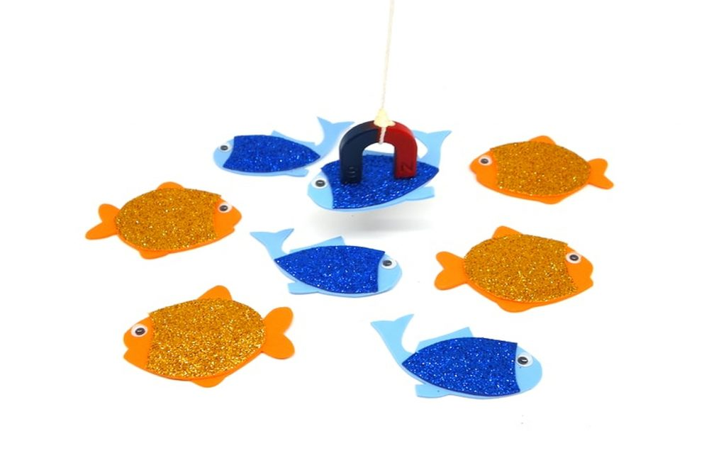 set de juego de pesca con peces de colores hechos de goma eva