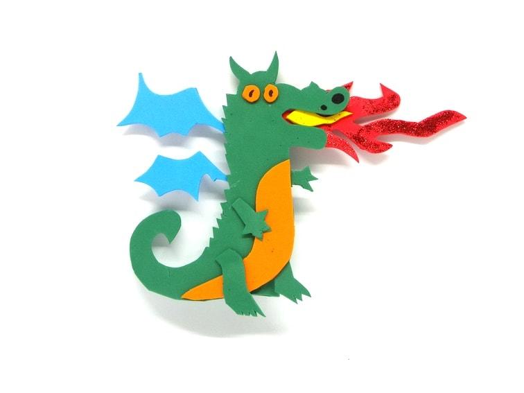 titere de dedo con forma de dragon hecho con goma eva
