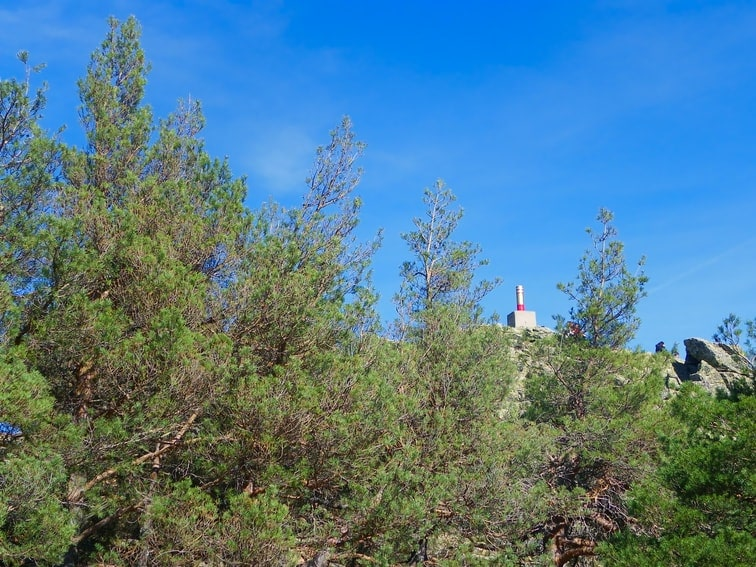 vista del vertice geodesico del monte abantos