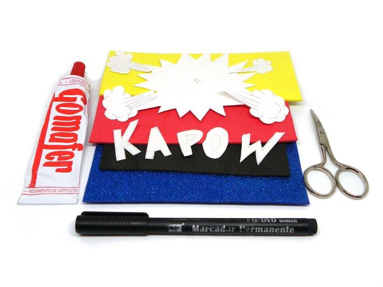 goma eva de colores, plantillas onomatopeyas de comic, tijera, pegamento de contacto y marcador permanente