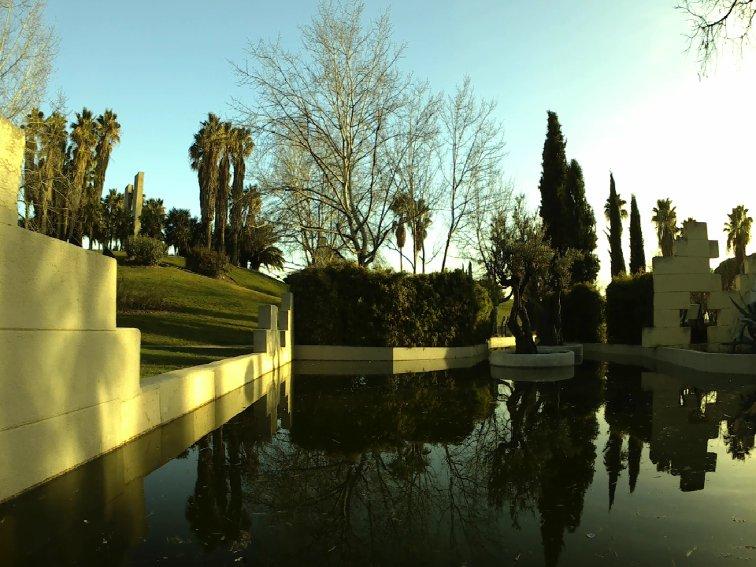 imagen del jardin de las tres culturas con filtro