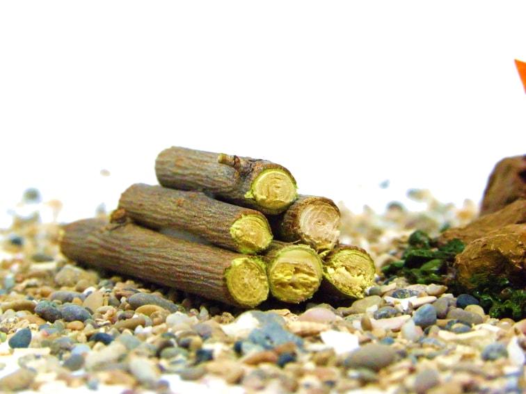 pila de troncos de madera decorativos para hoguera en miniatura