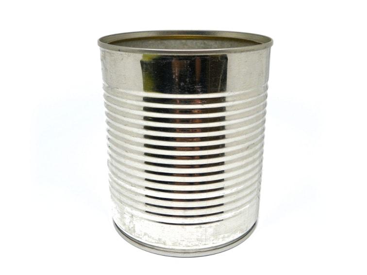 lata metalica de conservas para hacer comedero para pajaros