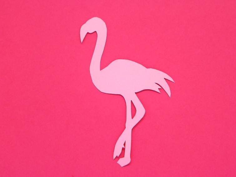 cartulina de color rosa oscuro y rosa claro para hacer marcapaginas de un flamenco