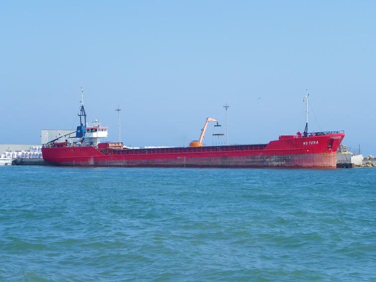 buque de carga en el puerto de santa pola