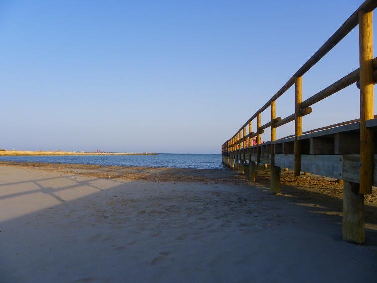 embarcadero de las salinas bras del port en la playa de la gola santa pola