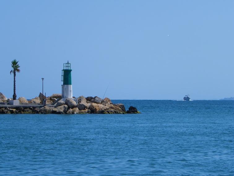 faro verde entrada al puerto pesquero de santa pola