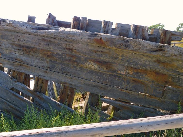 antigua gabarra salinera en la playa de la gola santa pola