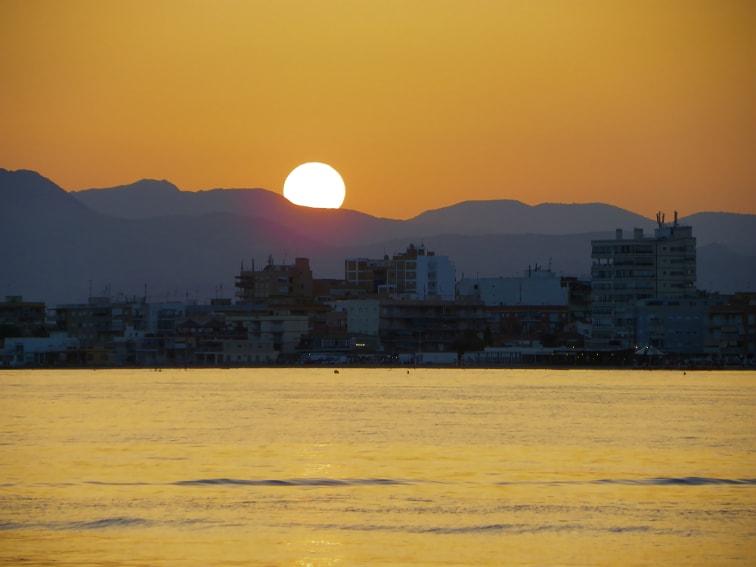 puesta de sol vista desde el puerto de santa pola