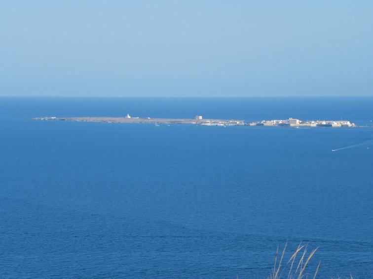 isla de tabarca vista desde el mirador flotante del cabo de santa pola