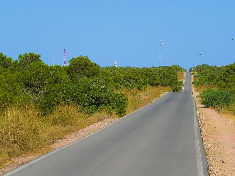 carretera de acceso al faro en el cabo de santa pola