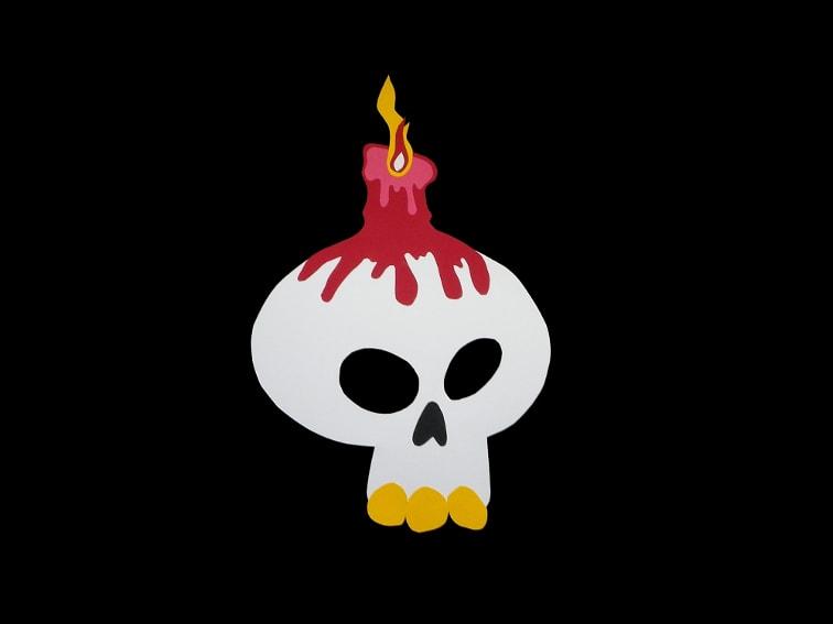 mascara de una calavera con vela hecha con cartulinas de colores para el disfraz de halloween