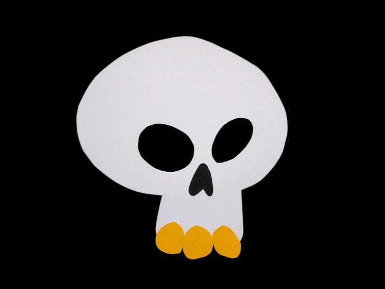 calavera hecha con cartulina de colores para mascara de halloween
