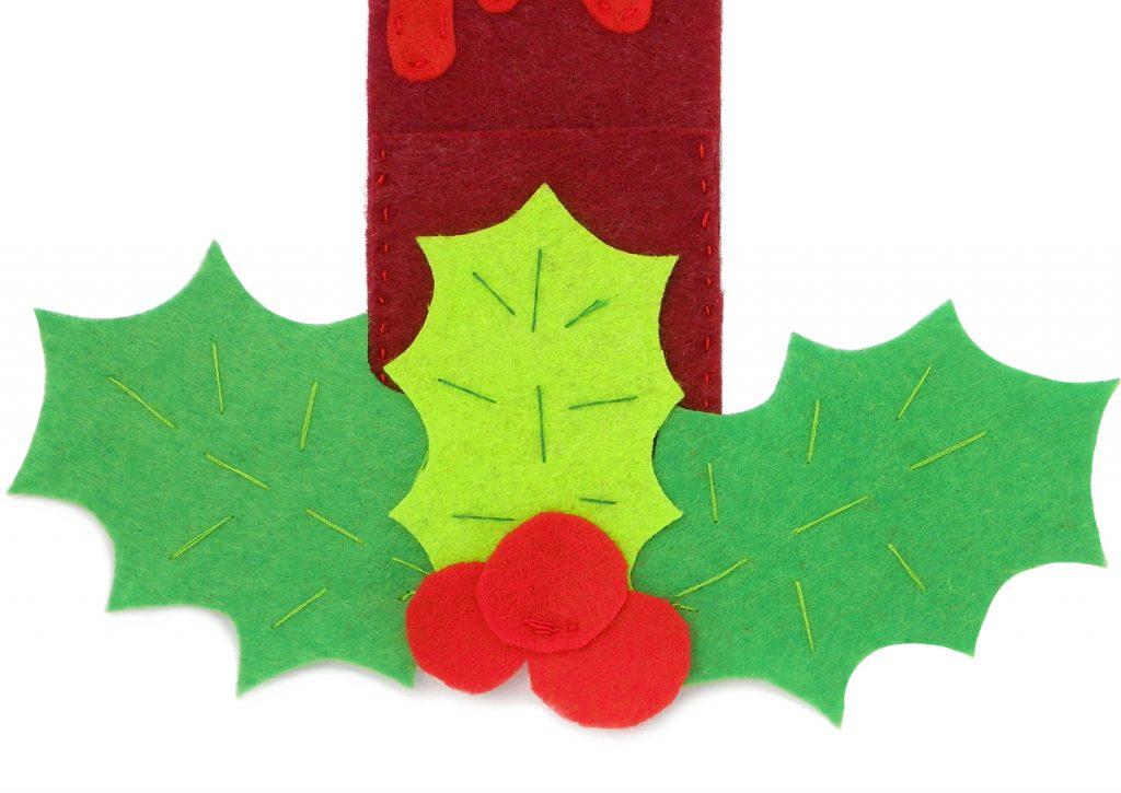 ramillete de acebo hecho con fieltro de colores para elaborar porta cubiertos navideño