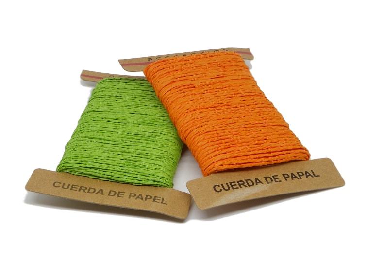 cuerda de papel color naranja y verde para hacer estrella decorativa