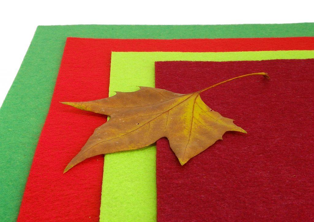 laminas de fieltro y hoja seca para hacer centro de mesa de navidad
