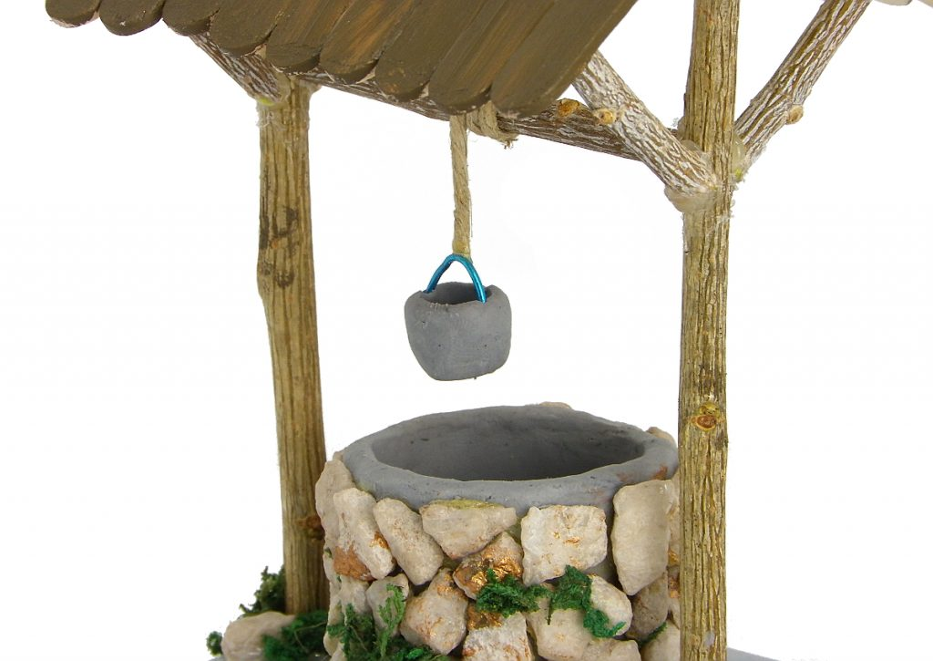 vista ampliada del pozo en miniatura para la decorar el belen