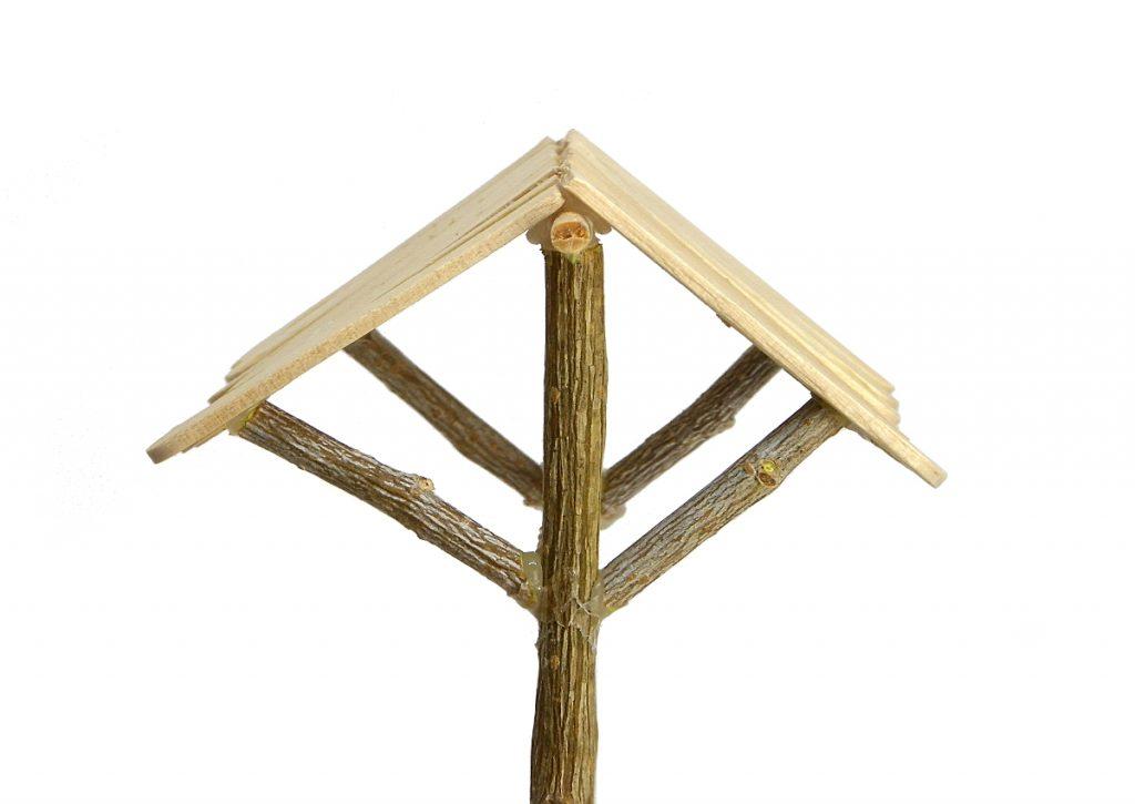 vista lateral del tejado para el pozo en miniatura