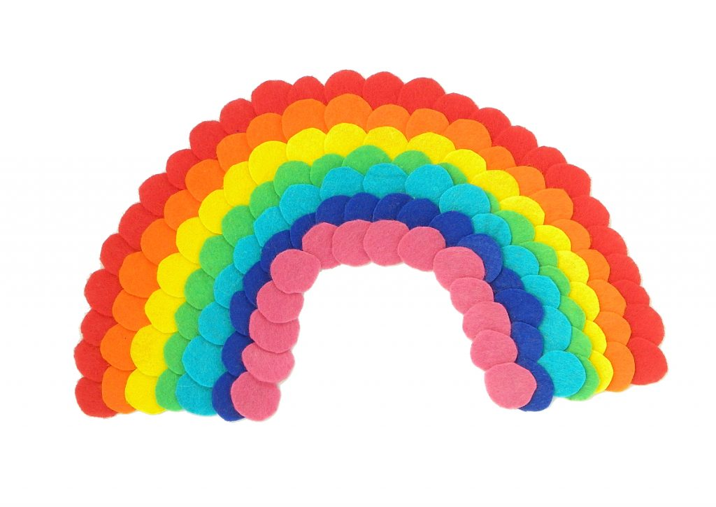 arcoiris de fieltro de colores