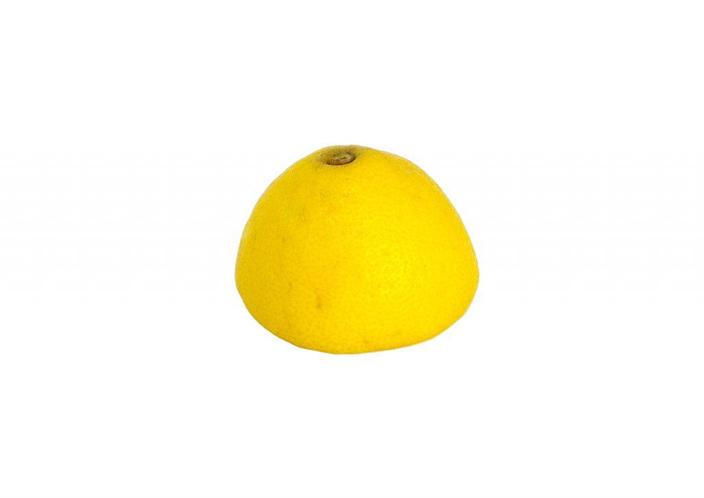 media cascara de limon para hacer adorno aromatico