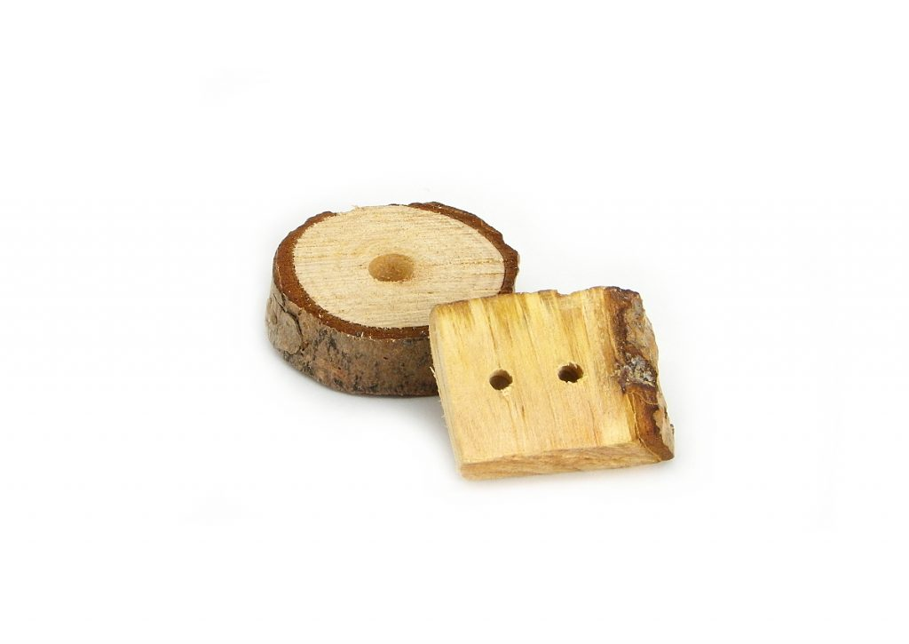 rodajas de madera perforadas para hacer llaveros