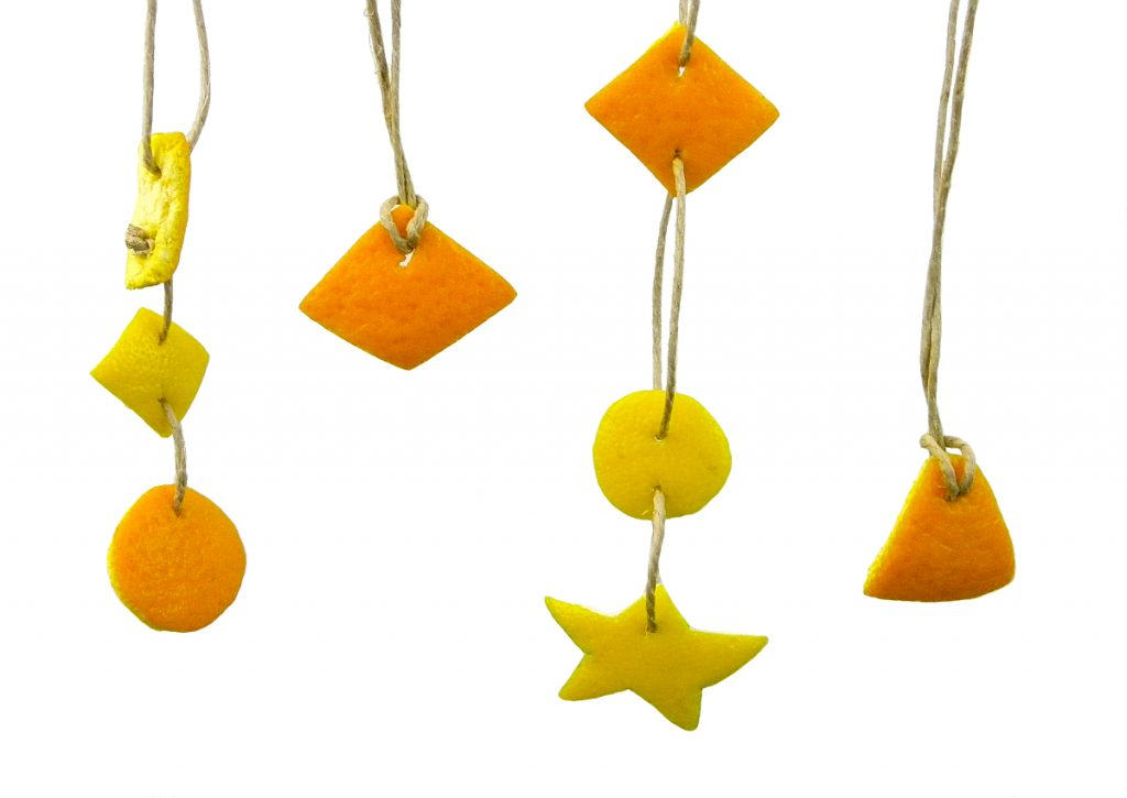 rodajas de naranta y limon con formas geometricas para hacer adorno colgante aromatico