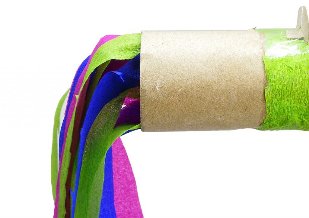 cola del dragon hecha con papel de colores