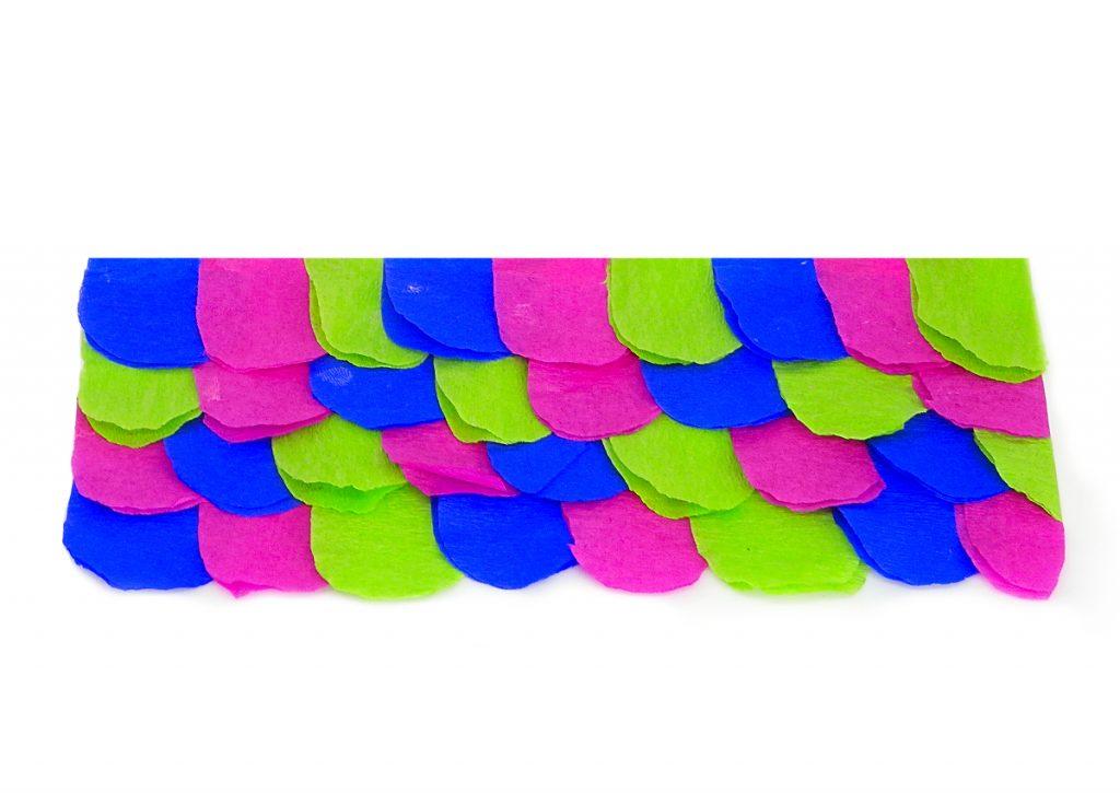 escamas hechas con distintos tipos de papel de colores