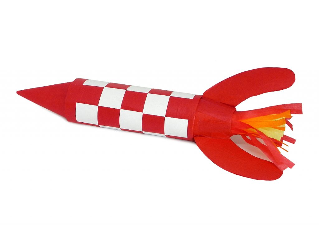 cohete de tintin hecho con un rollo de papel higienico, papel de seda y cartulina