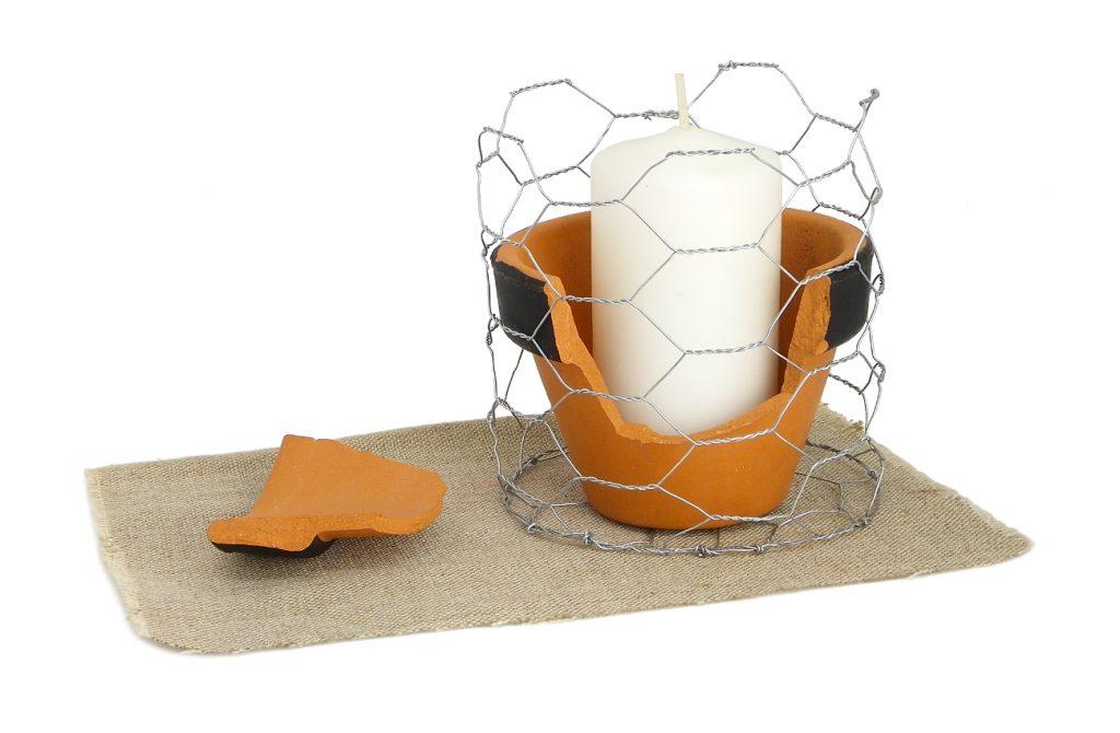 segundo diseño de portavelas hecho con malla de gallinero