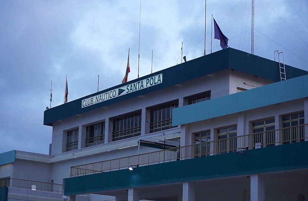 edificio del club nautico de santa pola