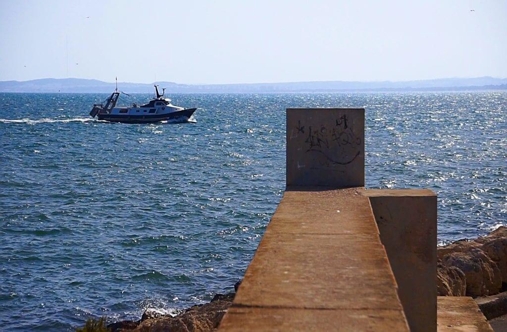 mirador y espigon en el puerto de santa pola