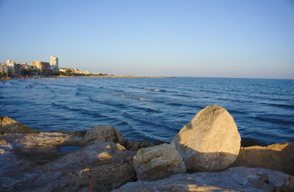 vista de la playa de levante de santa pola