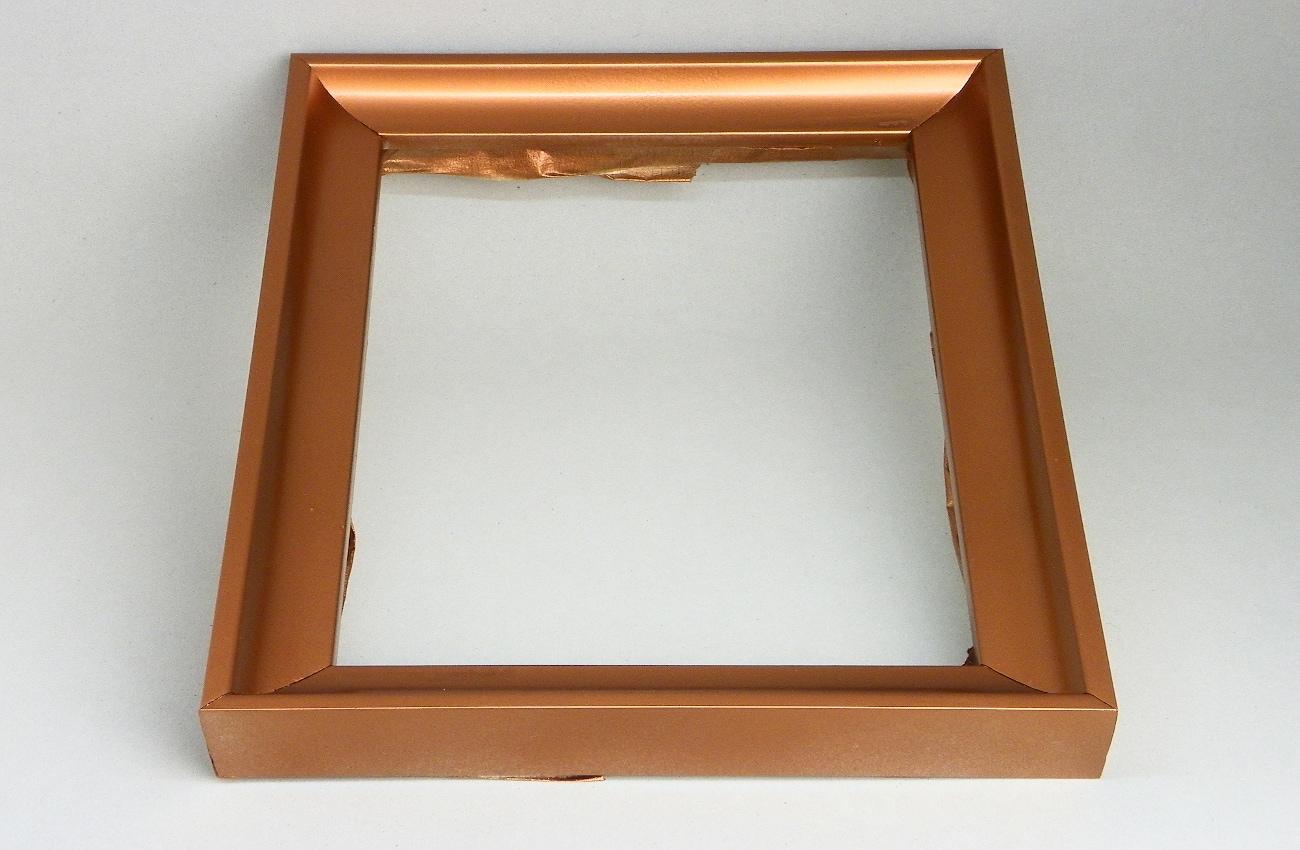 marco de madera en plateado pintado con spray color cobre
