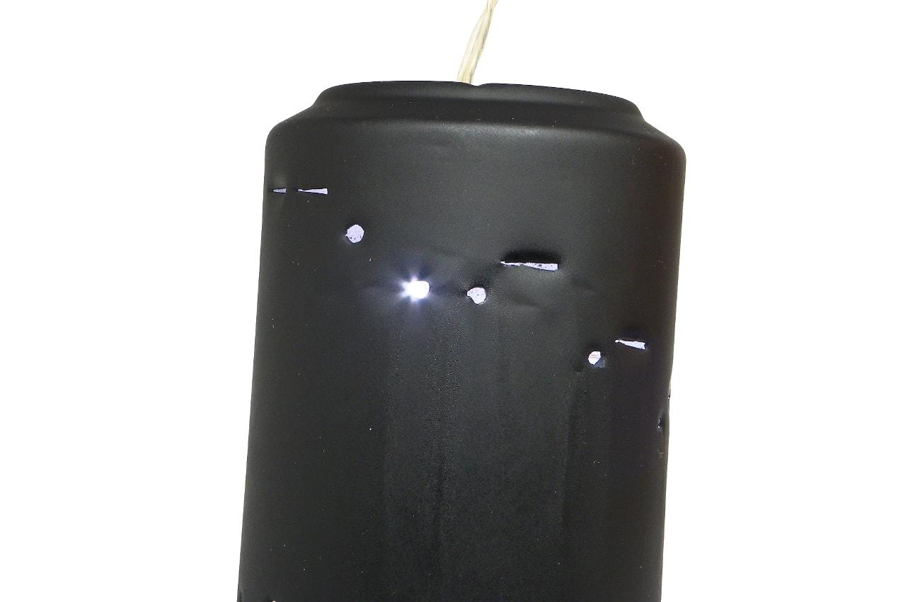 adorno luminoso hecho con lata de resfresco y pintado con spray efecto pizarra