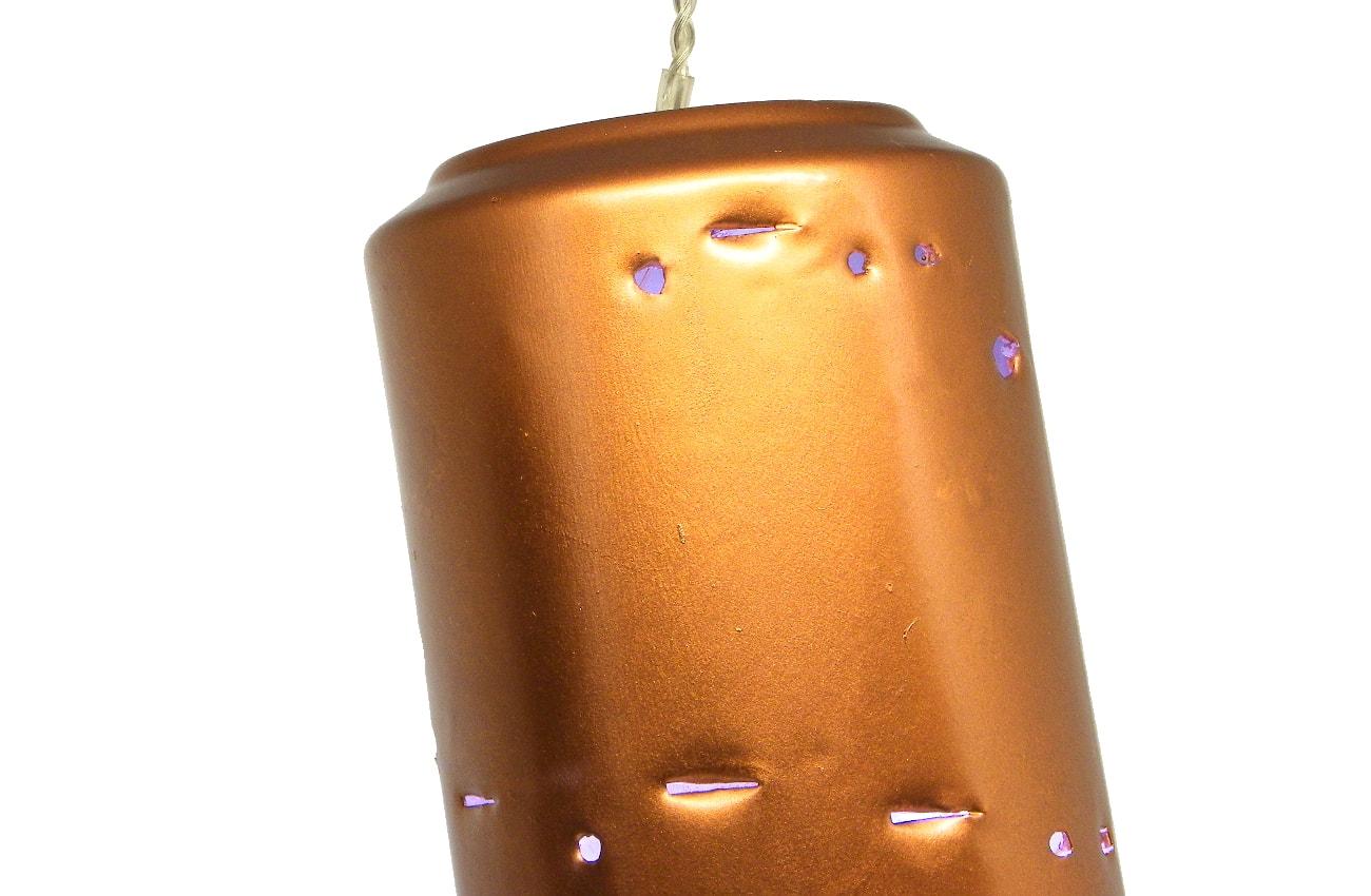 adorno luminoso hecho con lata refresco y pintado con spray color cobre