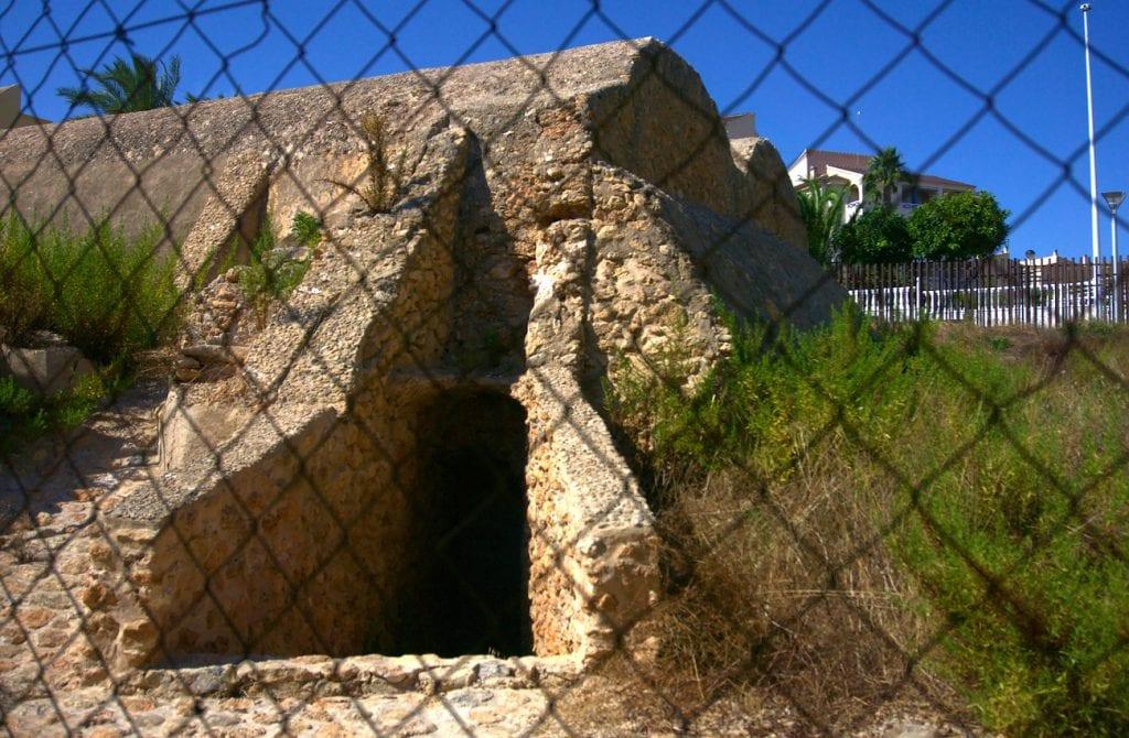 antiguo aljibe situado en la zona este de santa pola