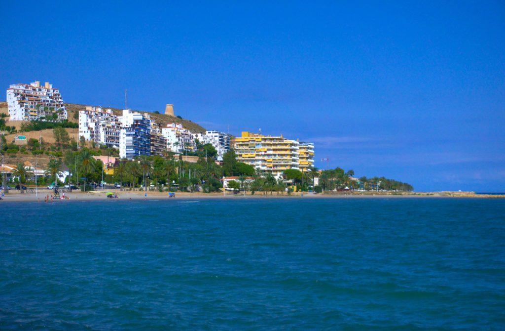 playa del varadero y torre de escaletes en santa pola