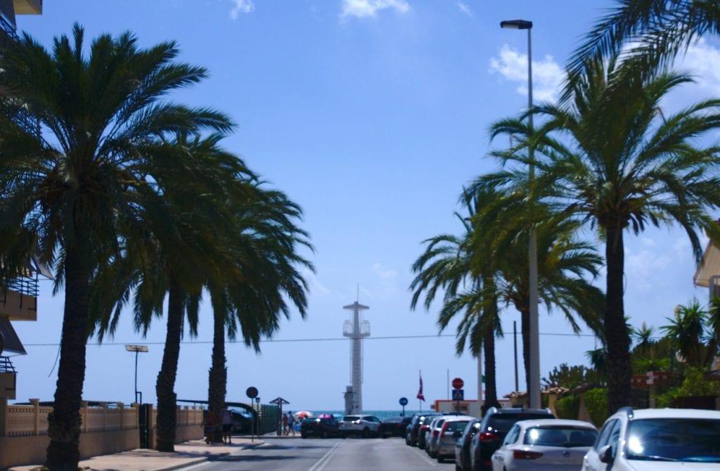 torre de vigilancia en la gran playa de santa pola de este a oeste