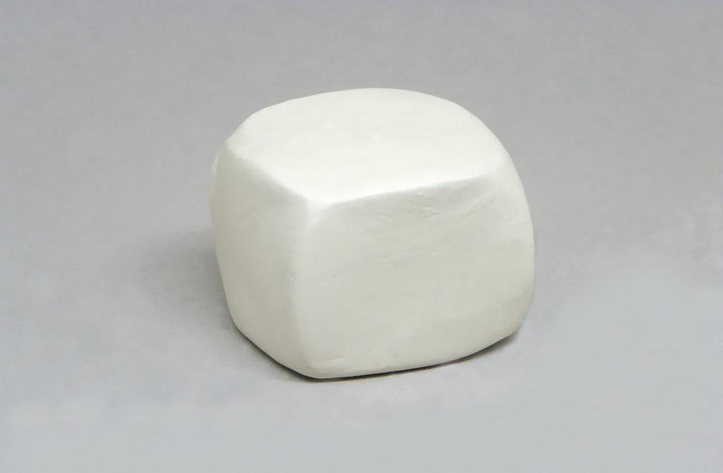 cubo de pasta para modelar para hacer expositor de pendientes