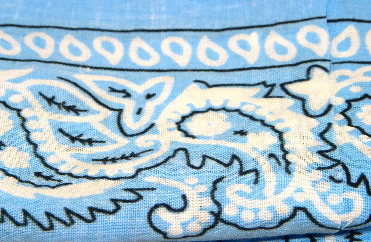 pañuelo azul de algodon para hacer broche de libelula