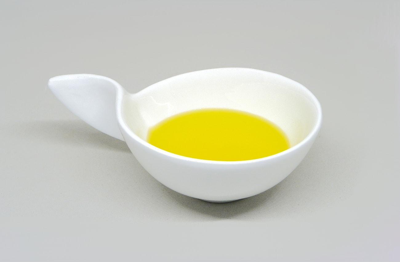 aceite de oliva para nutrir las rodajas de madera del movil de viento